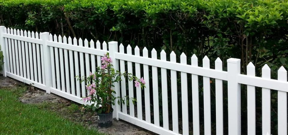 Barrie Ontario vinyl picket fence for sale