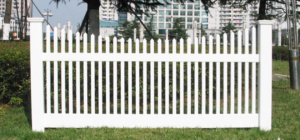 Beautiful plastic fence for sale Eastern Canada
