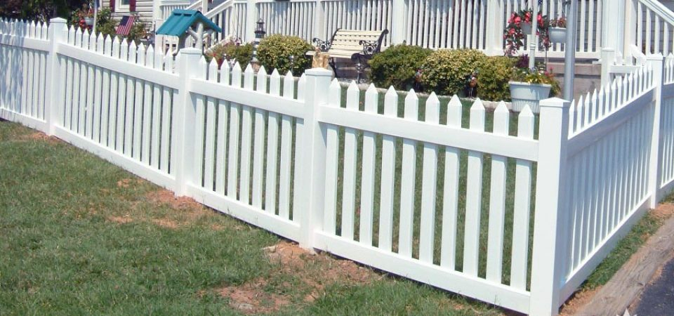 Picket fence with spade caps in St Catherines