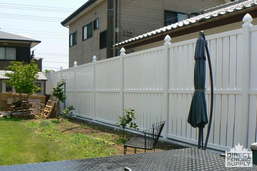 PVC fence with gaps