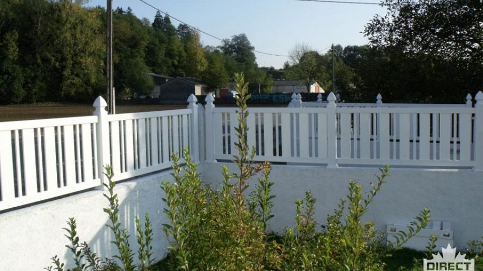 Small vinyl fence with alternating spindles