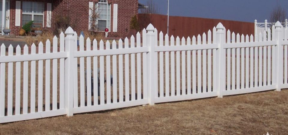 Under-scalloped vinyl picket fence Windsor, Ontario