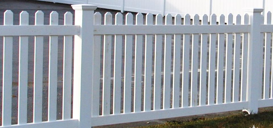 Vinyl fence pickets with dog ear caps