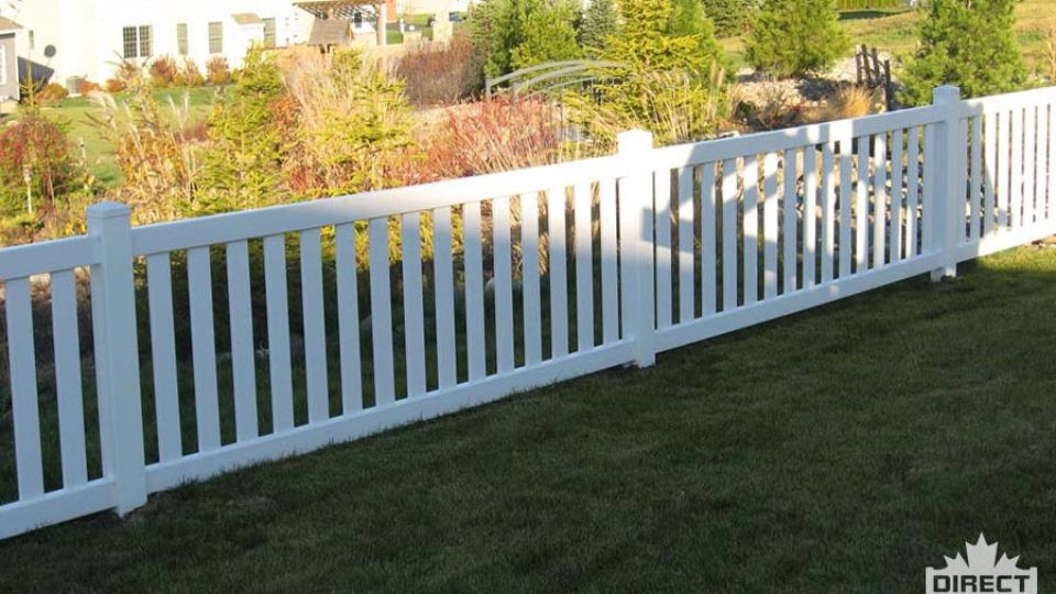 Wide spindle vinyl fence installers in Quebec