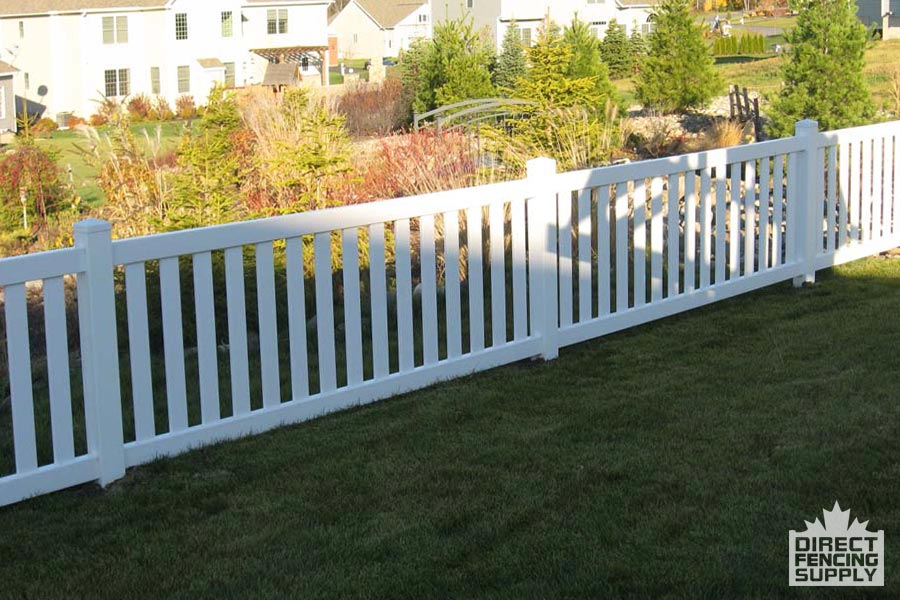Wide spindle vinyl fence installers in Quebec