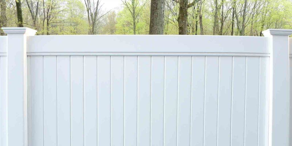 What makes a strong vinyl fence