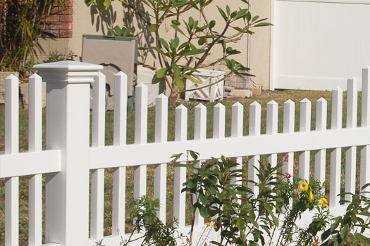 Spike picket cap for vinyl fence