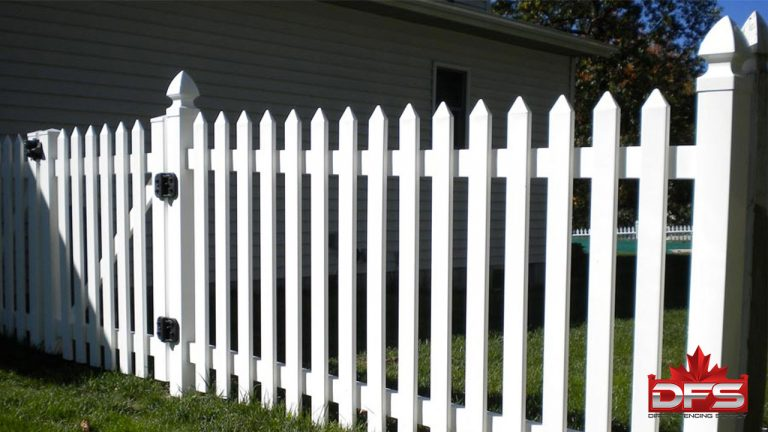 Elms Gate I Vinyl Picket Fence