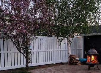 fencing saskatoon - semi privacy vinyl fence