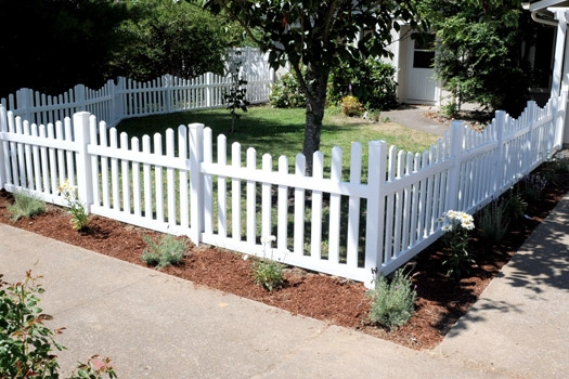 Front yard picket PVC fence