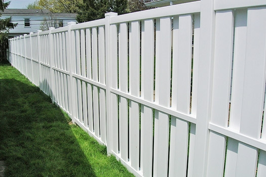 Semi-privacy vinyl fence installation